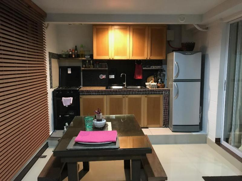 Dirty Kitchen 5 x 10m complete utensils and fully furnished